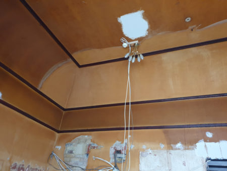 cleaning-ceiling